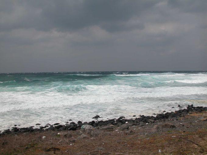 角島をぐるりと一周、島の先端で見た海は?