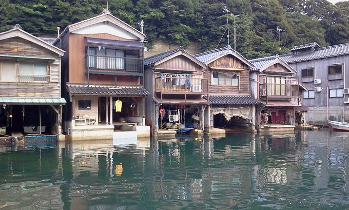 海上から見る舟屋の造りに驚き!