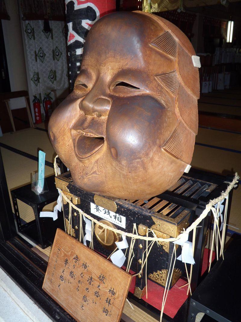 なでるのは右?左?おかめの頬は真っ黒ツヤツヤ!恋愛成就祈願なら浅草鷲神社の「なでおかめ」へGO!