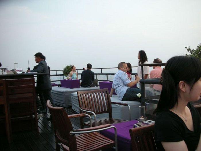 バンヤンツリーバンコク61階にあるスリル満点のルーフトップバー