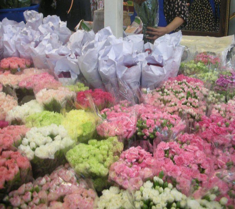 タイ最大の花市場!パーククローン花市場で南国の花々に包まれる