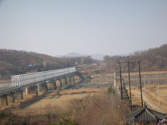 「自由の橋」の向こうにある、なかなか行けない国、北朝鮮