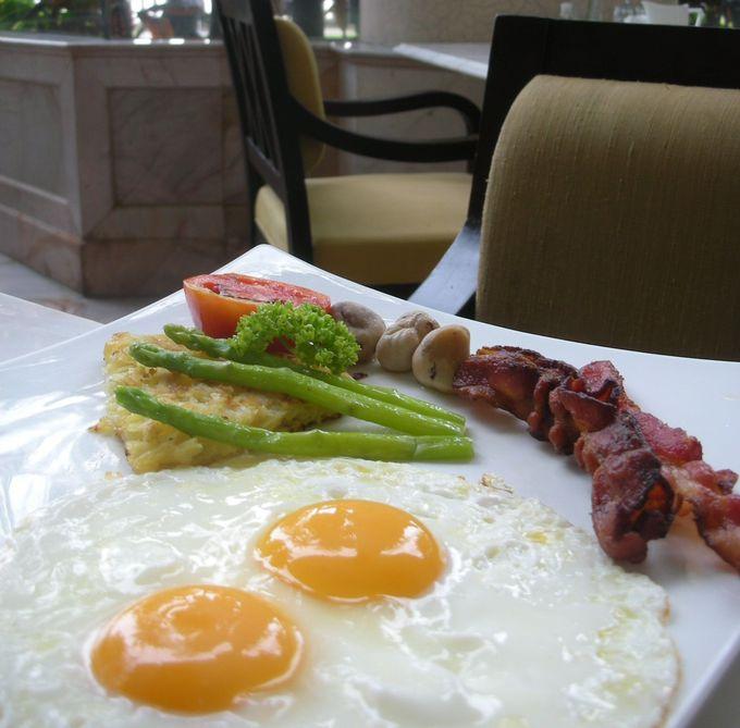 朝食はシャングリ・ラウイング「NEXT2」かそれぞれのラウンジで
