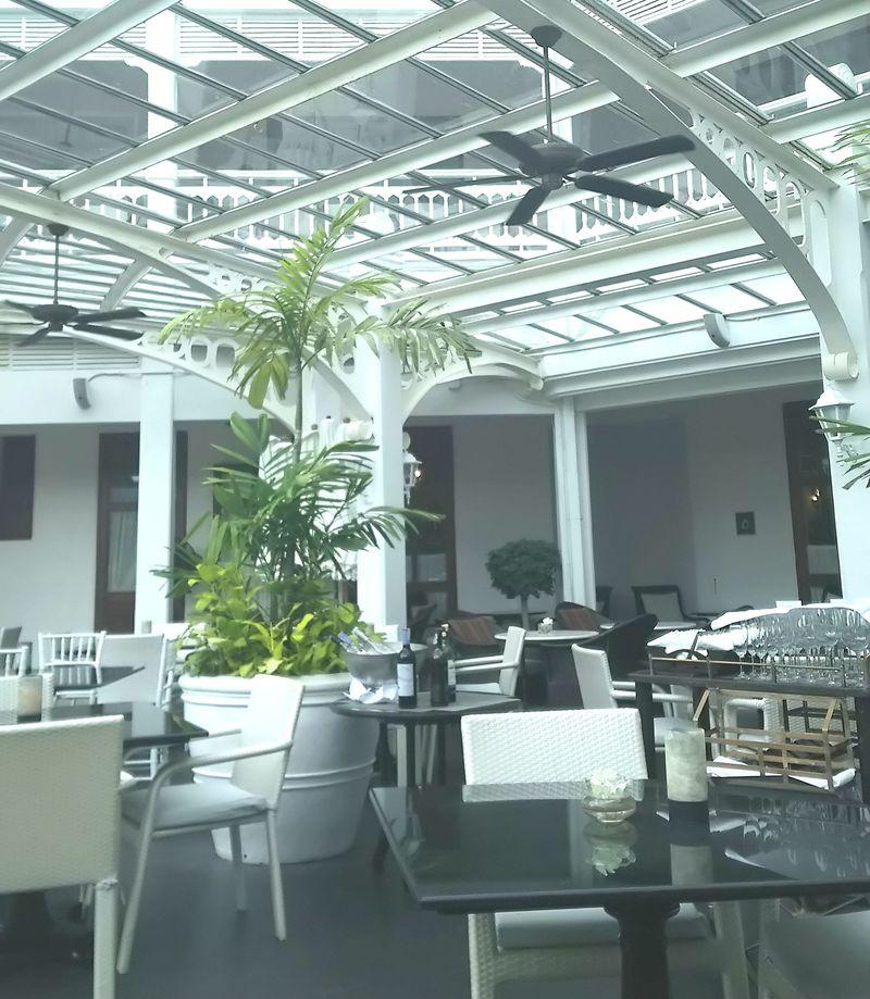 タイの宮殿ホテル「センタラグランドビーチリゾートホアヒン」クラブラウンジで王様気分