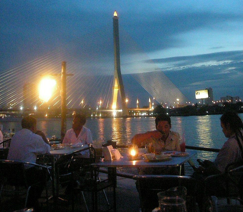 タイ人のデートスポット!バンコクの安くて美味しいリバーサイドレストラン「イン・ラブ」