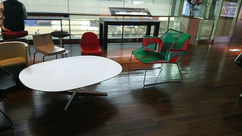 全て異なるデザインの椅子が200種以上!