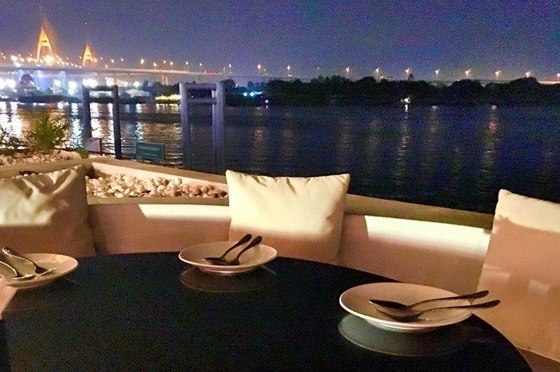 ラマ3世橋のライトアップがとっても素敵!