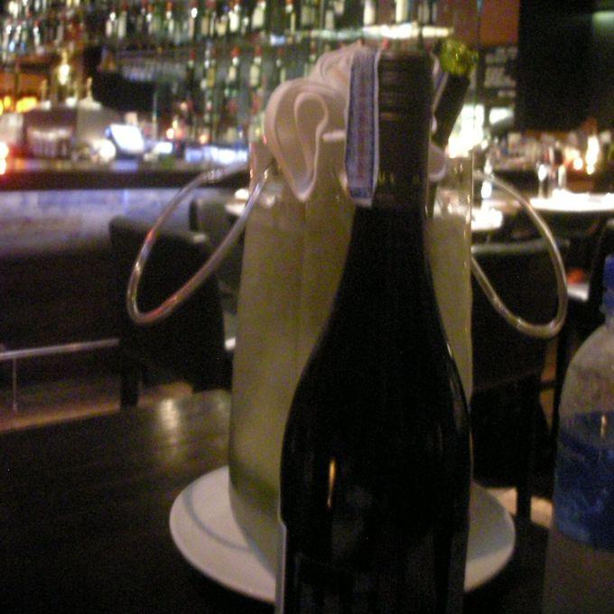 遅い時間にはワインが安くなるサービスも!