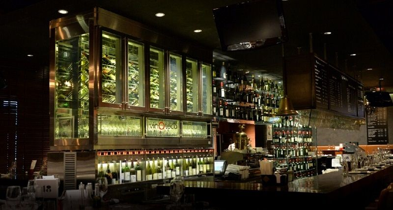 バンコクナンバー1のワインバーと称されるワインパブを併設