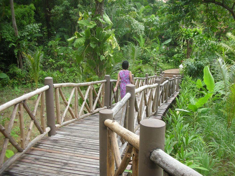 マリーナプーケットリゾートはジャングルに覆われた岬に広がるネイチャーリゾート