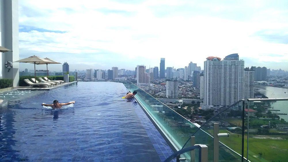 バンコクナンバー1の絶景プールの為にアヴァニリバーサイドバンコク泊まりたい!