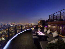 超穴場!バンコク最高コスパのルーフトップバー「ZOOM」は360度の夜景が自慢