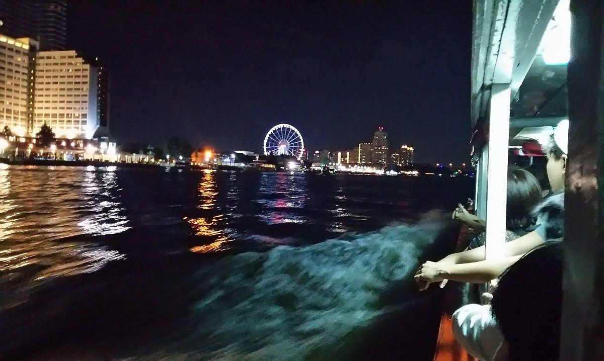 アジアティークの無料送迎船はちょとしたアトラクション。夜景にうっとりしながら到着!