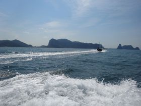 タイ・クラビで美しい島々をめぐる「アイランドホッピングツアー」