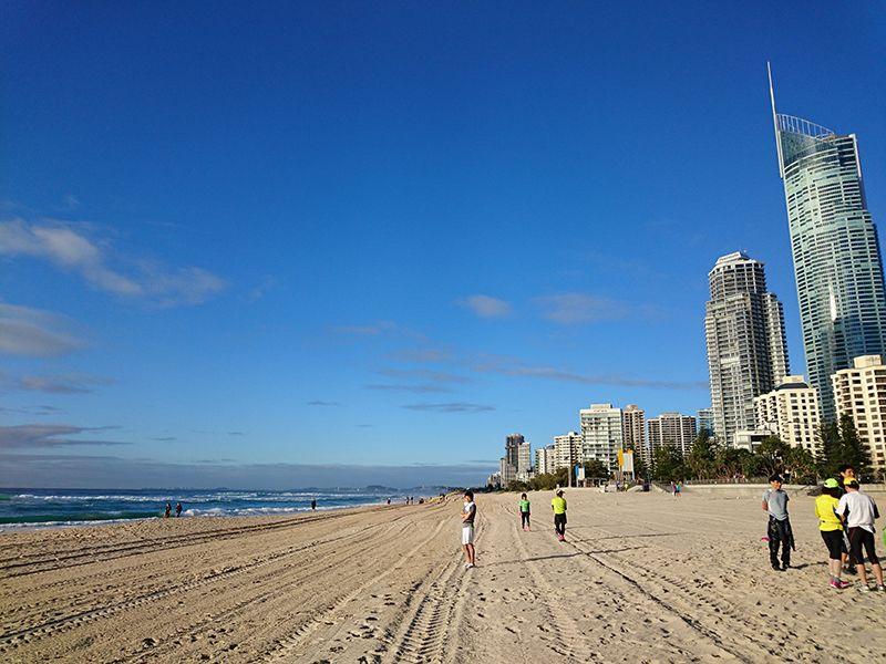 太陽に愛された楽園「サーファーズパラダイスビーチ」
