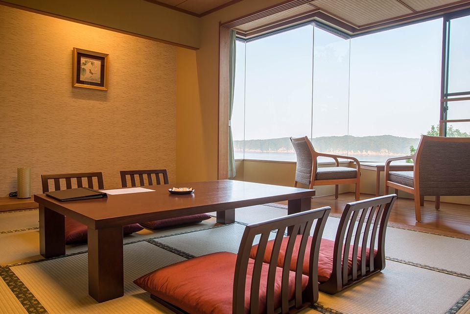 客室は全室リラックスできる落ち着いた雰囲気