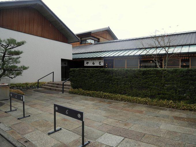 京都御苑のすぐ西側、一条通の住宅街に佇む「虎屋京都菓寮」は大人の隠れ家。