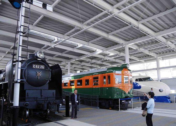 エントランスは、京都鉄道博物館の顔。特急つばめを引いたSL、湘南電車、そして0系新幹線がお出迎え!