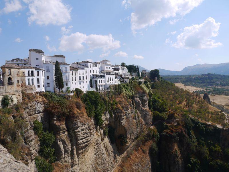 天空の街のような絶景!スペイン・断崖絶壁の街ロンダ