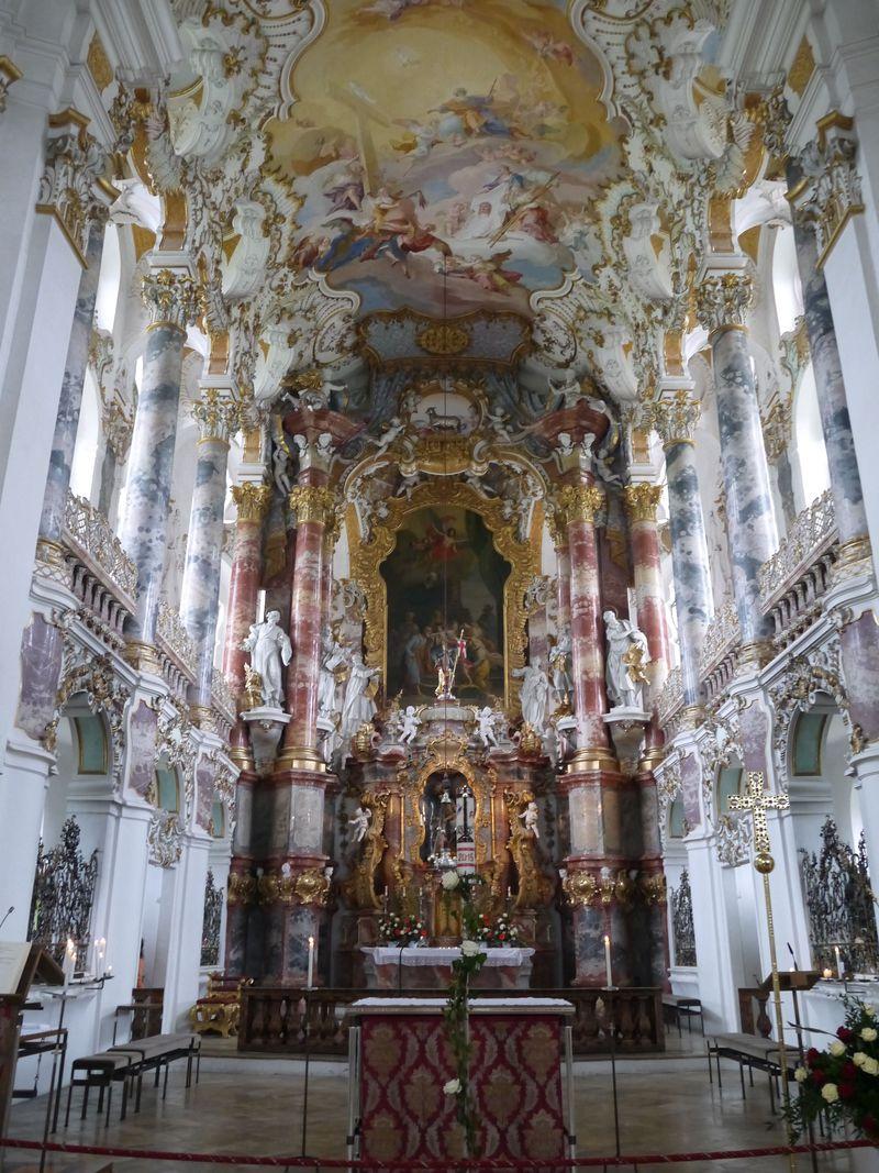 ロココ様式の最高峰!独・フュッセン郊外のヴィース教会