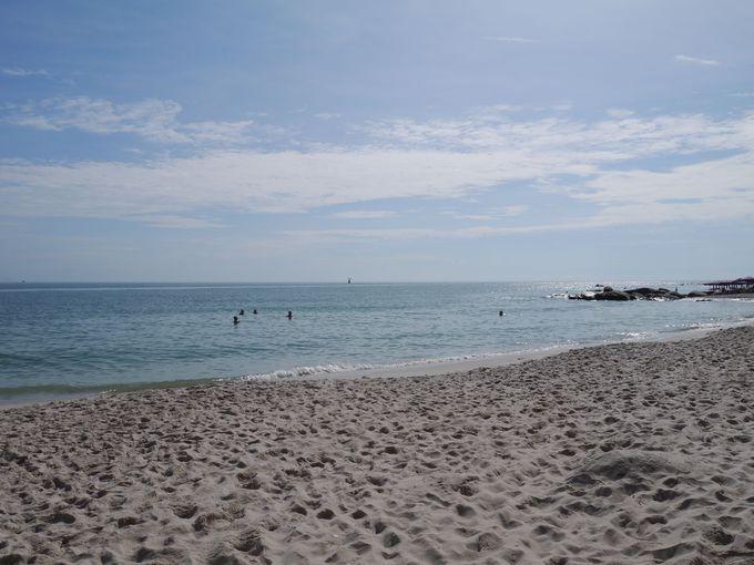 朝はビーチでのんびり過ごそう!