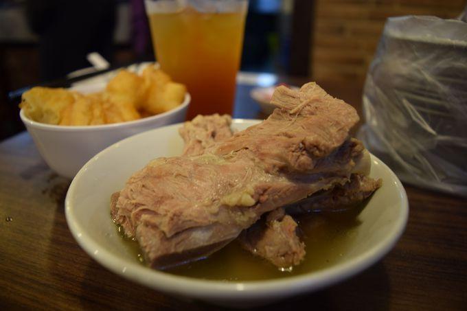 シンガポーリアンの朝食の定番「肉骨茶」