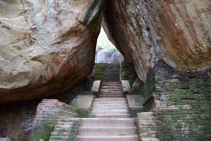 まるで岩の芸術作品!天空宮殿までの道のりも見所がたくさん!