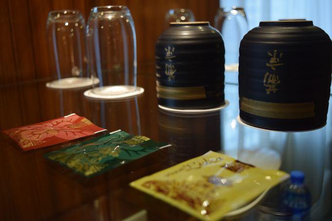 クラシカルで落ち着くお部屋!フリーの飲み物はお茶からビールまで!