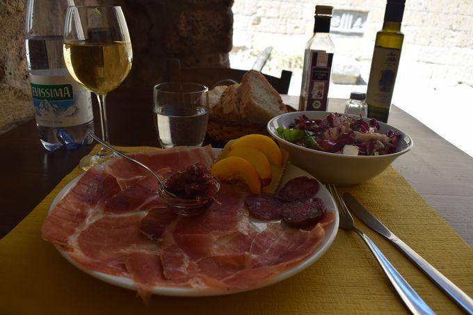 時が止まったチヴィタのレストランで贅沢な時間を!