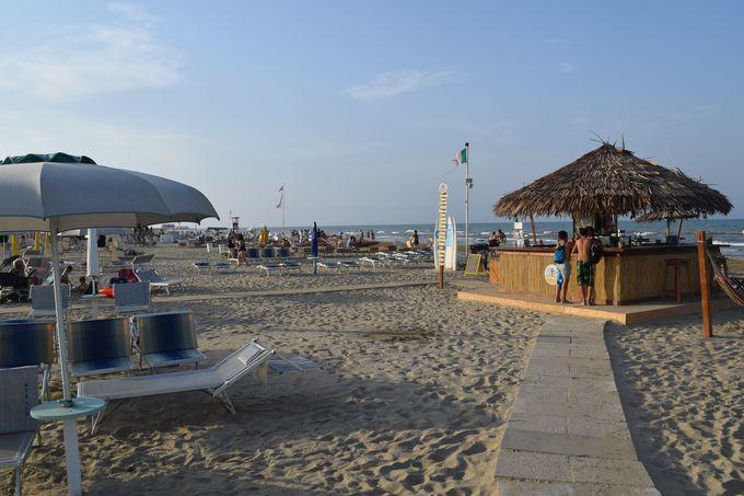 食事やキッズスペースも!至れり尽くせりのビーチ