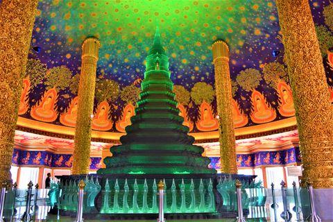 バンコクの寺院が「まるで異空間」と話題