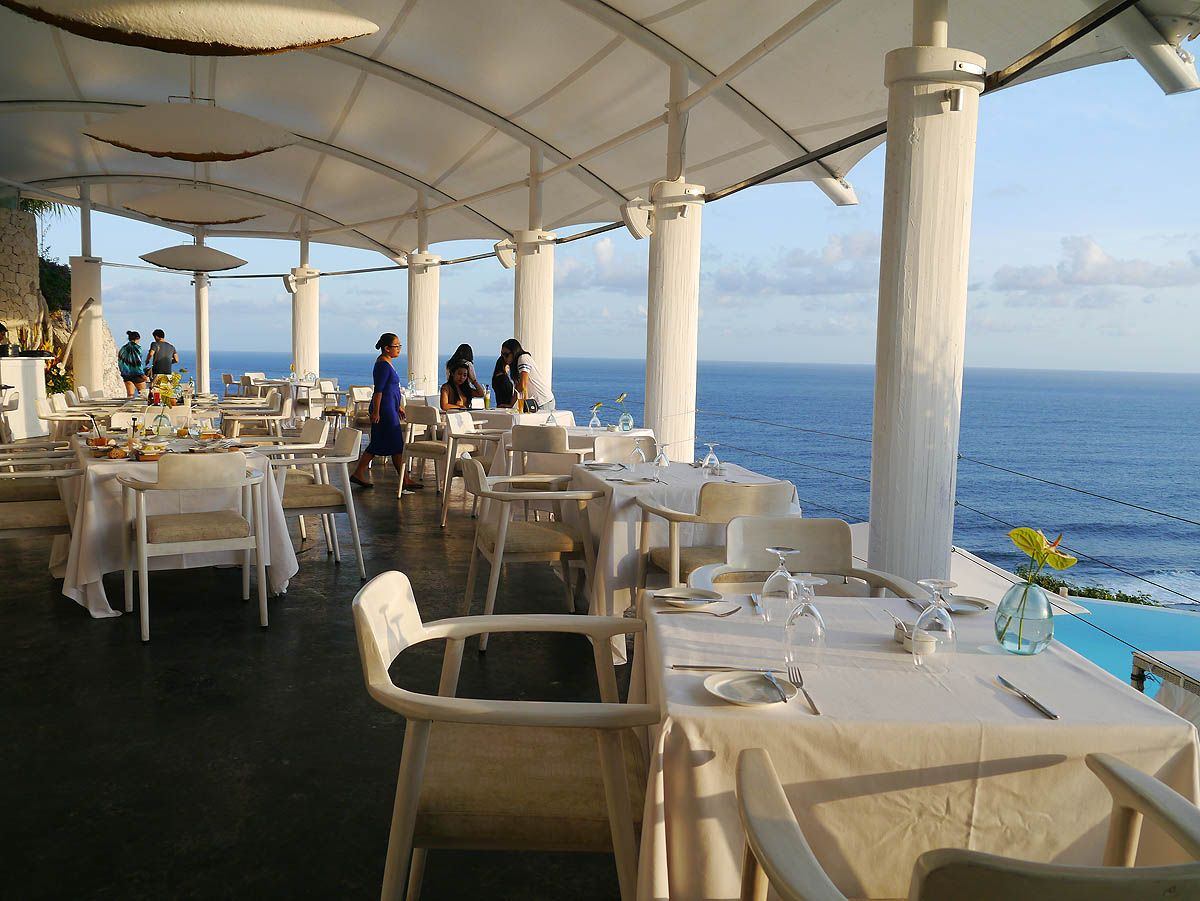 カルマカンダラのレストランDiMareとビーチクラブ