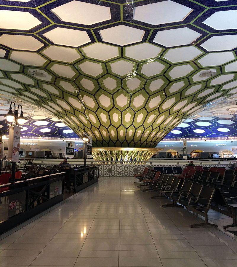 異空間すぎる!アブダビ国際空港の突き抜けたデザインがすごい