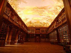 死ぬまでに見たい驚きの図書室が2つ!プラハのストラホフ修道院