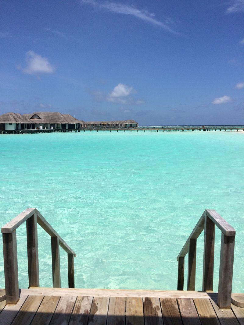 ラムネ色の海に囲まれた絶景極上リゾート「ヴェラサルモルディブ」