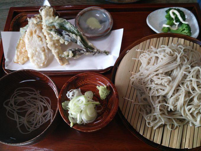 地元産の野菜天ぷらが美味「そば処 水車(くるまや)」天ざるそば