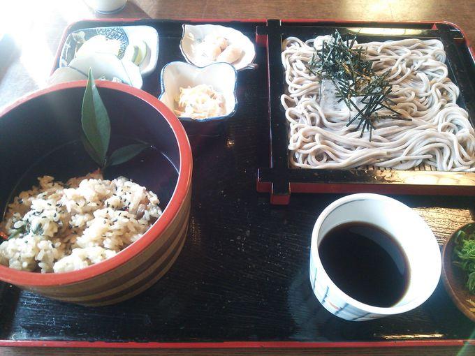 元は旅籠の会津屋で関宿名物「山菜おこわ」と「街道そば」