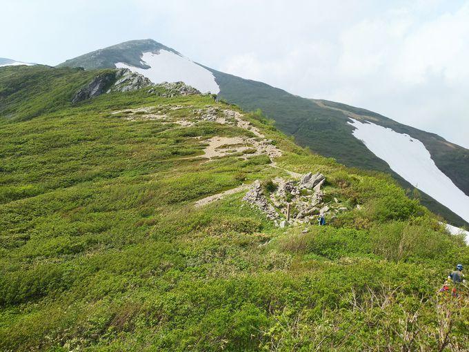 切合小屋で、荷物をデポし、飯豊本山へ。「御秘所」は最後のくさり場