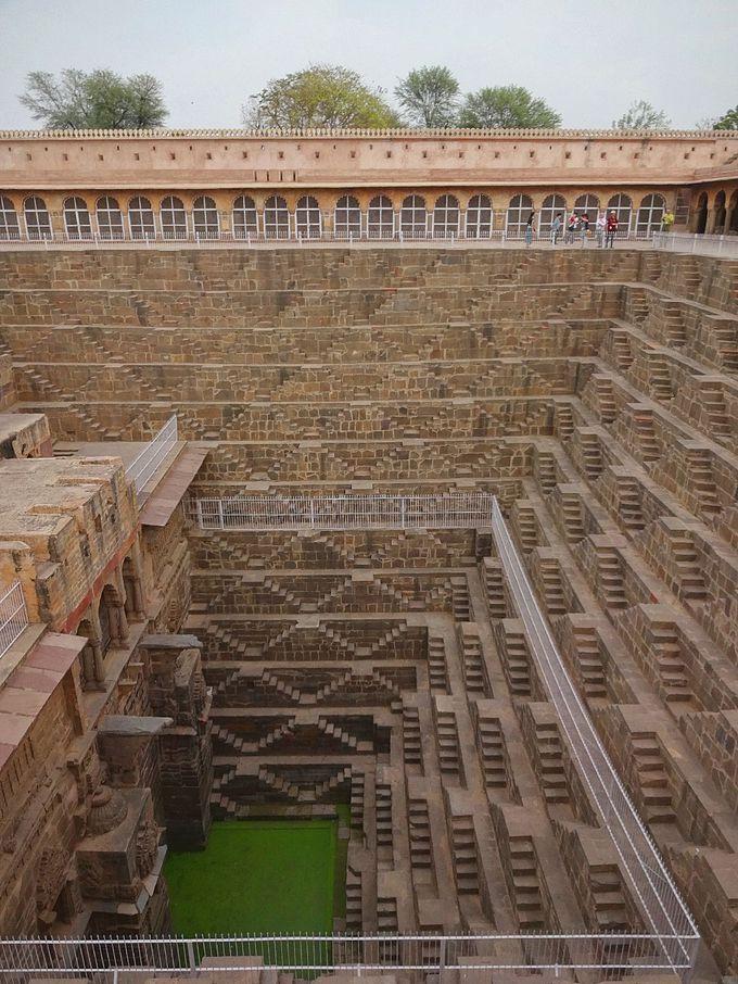 チャンドバオリの階段井戸へ