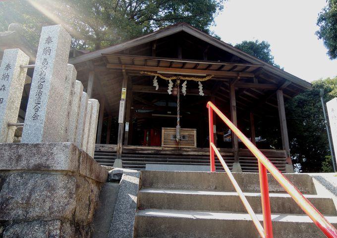 蛙股池の守護神が祀られている、あやめ池神社へ