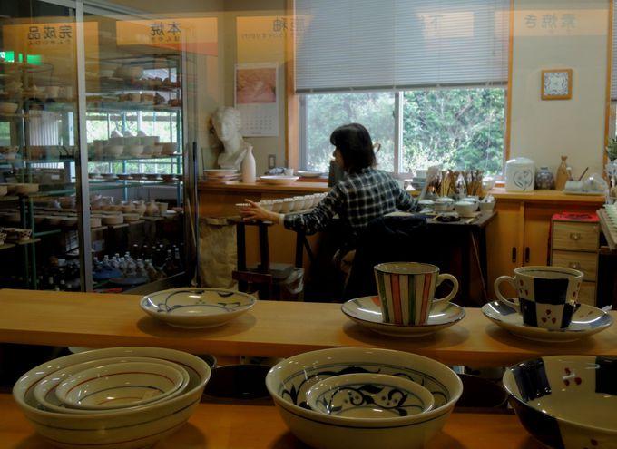 「砥部焼観光センター・炎の里」で白青や砥部焼ができる様子を見学