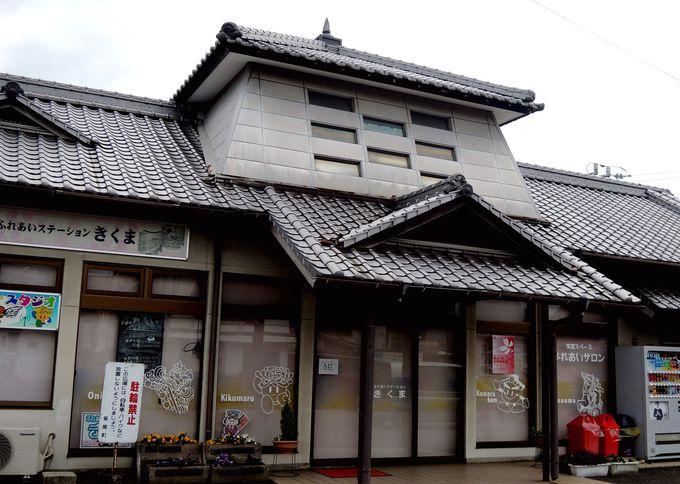 瓦屋根の駅舎が旅行客に人気!菊間駅