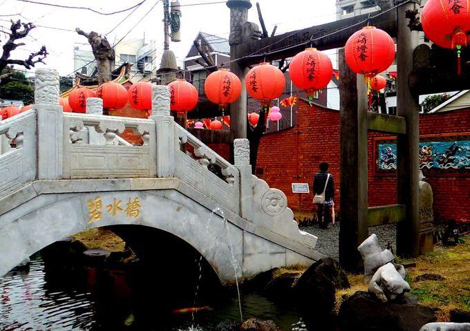日本の鳥居の原型「れい星門」と「碧水橋」