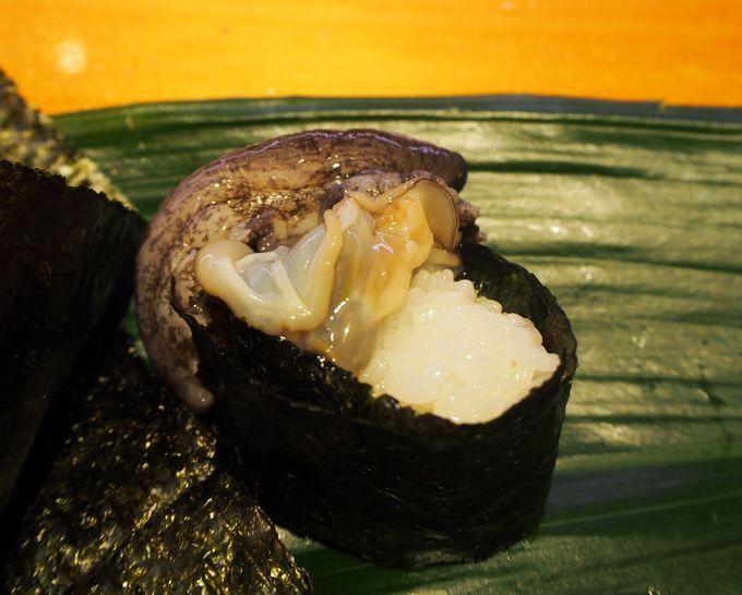 アワビが逃げたぞ~!福岡天神「ひょうたん寿司」の活きが良すぎる軍艦に驚き