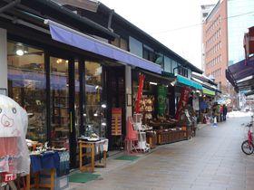 まるでタイムスリップ!信州の城下町・松本「縄手通り商店街」はそぞろ歩きが楽しい