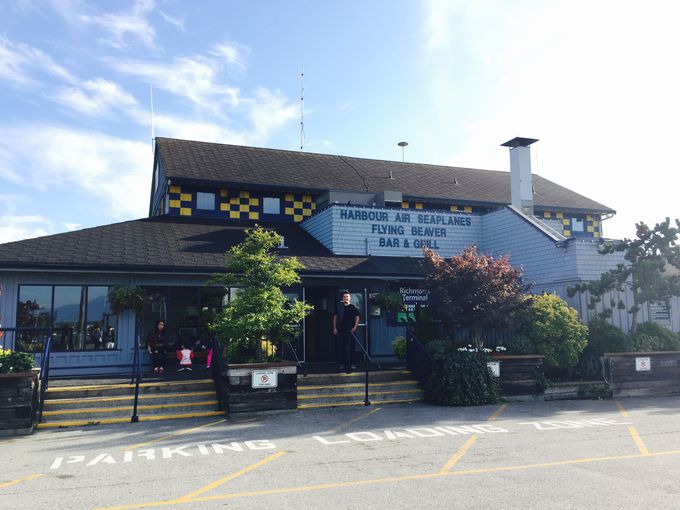 7.Flying Beaver Bar&Grill