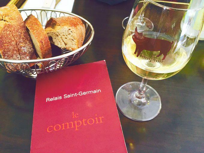 目にも楽しい、オリジナルのグラスでワインを