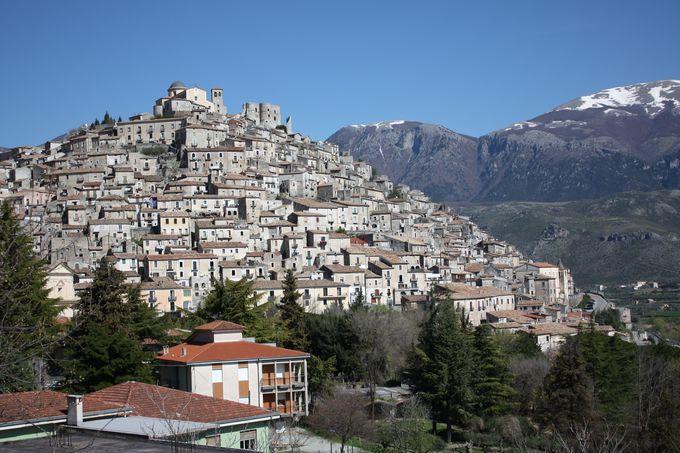 山のモンサンミッシェル?モラーノ・カラブロの魅力