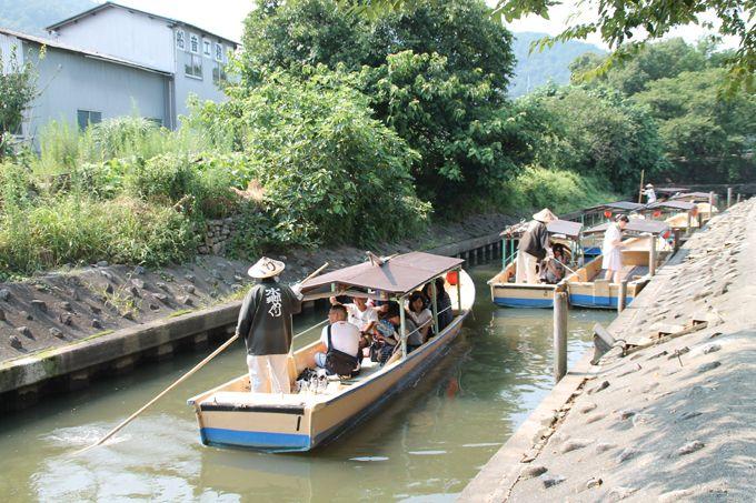 舟に乗り込み出発