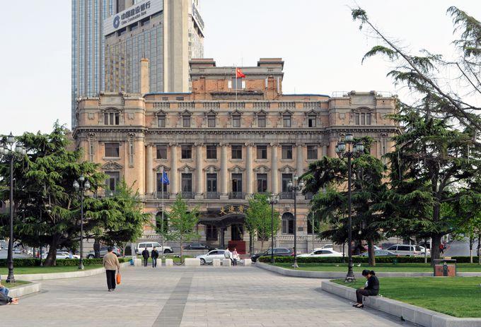 日本統治時代の面影を残す「旧大連ヤマトホテル」(大連賓館)